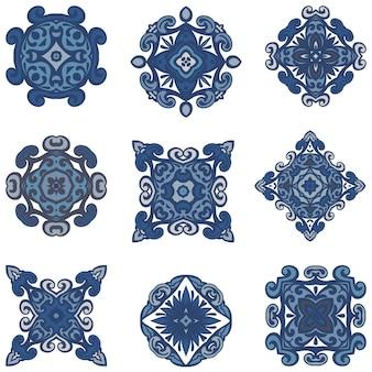 Cliché ethnique bohème lumineux avec des éléments décoratifs géométriques