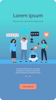 Clients satisfaits donnant des commentaires sur le service ou la boutique en ligne