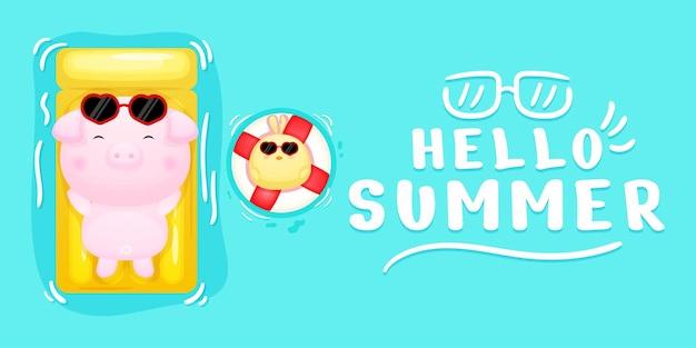 Cochon mignon et poussins allongés sur une bouée de natation avec bannière de voeux d'été