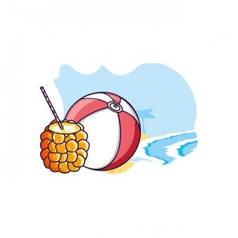Cocktail d'ananas à la plage avec ballon en plastique
