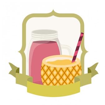 Cocktail d'ananas pour l'été sur blanc