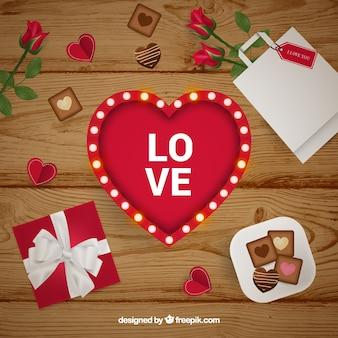 Coeur et éléments romantiques sur une table en bois