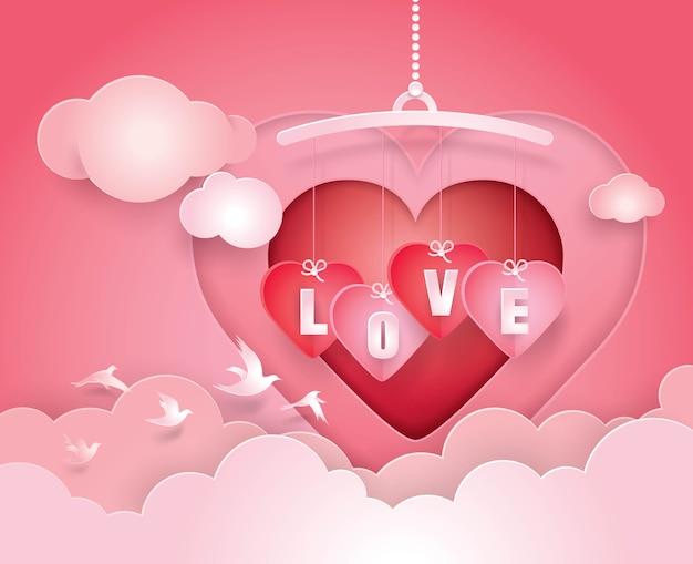 Coeur mobile et amour suspendu dans le ciel avec art papier