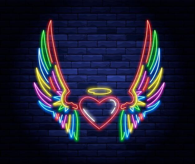 Coeur néon lumineux avec ailes d'ange et signe de halo