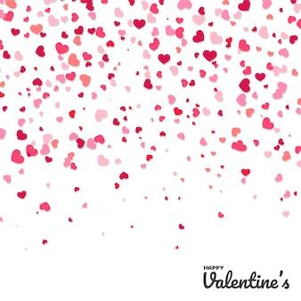 Coeur de papier confettis colorés en forme isolé du fond blanc.