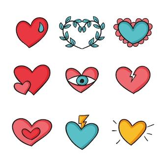 Coeurs colorés de conception dessinés à la main