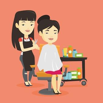 Coiffeur faisant la coupe de cheveux à la jeune femme.
