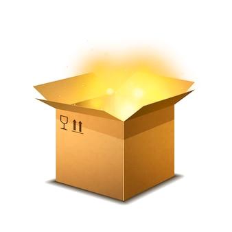 Colis de carton ouvert réaliste avec des signes de cargaison et lumière magique jaune à l'intérieur sur blanc