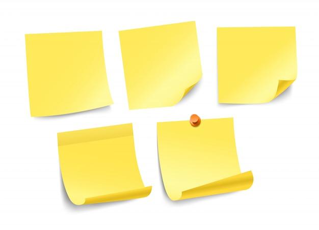 Collection d'autocollants de papier de couleur différente isolée sur blanc. modèle pour un texte