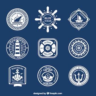Collection de badges avec des éléments de voile