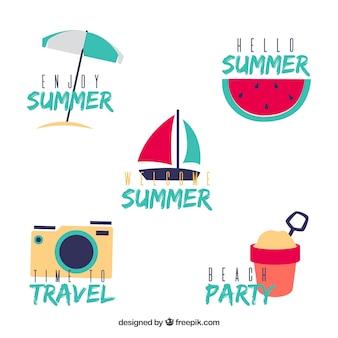 Collection de badges d'été avec des éléments de plage