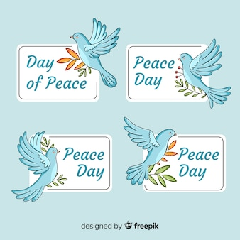 Collection de badges de la journée internationale de la paix avec des colombes