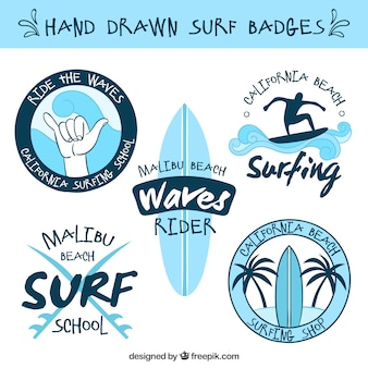 Collection de badges de surf dessiné à la main bleu clair