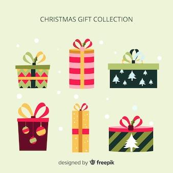 Collection de boîtes de cadeau de noël coloré au design plat