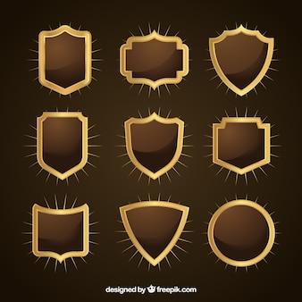 Collection de boucliers d'or décoratifs