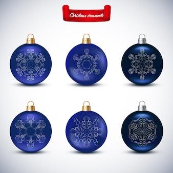 Collection de boules de noël bleues sur blanc