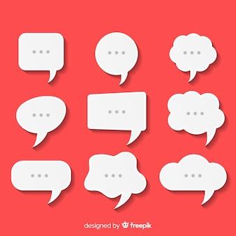 Collection de bulles de discours plat dans un style de papier avec des points