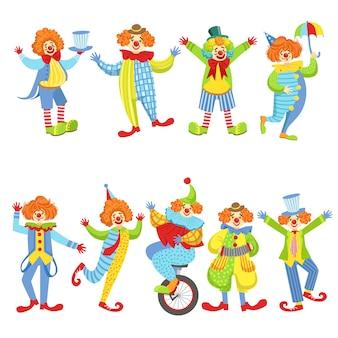 Collection de clowns sympathiques colorés dans des tenues classiques