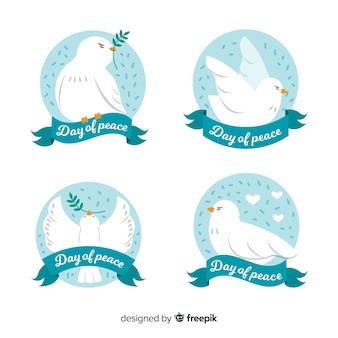 Collection de colombe étiquette de jour de la paix dessinés à la main