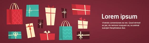 La collection différente de boîtes-cadeau présente le paquet avec le concept de vacances réglé de rubans