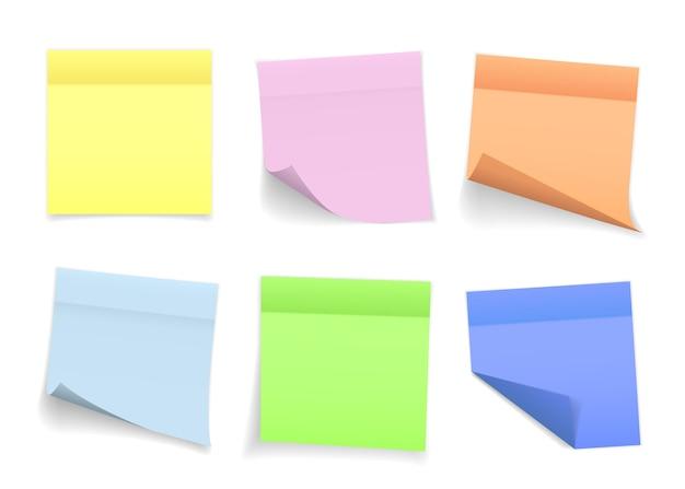 Collection de différentes feuilles de papier de couleur avec coin recourbé et ombre, prêtes pour votre message.
