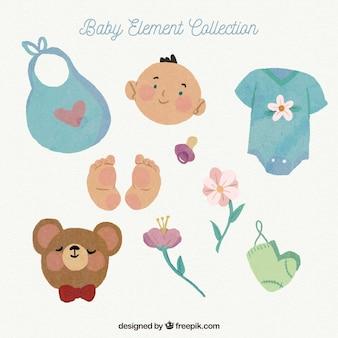 Collection d'éléments de bébé avec des jouets et des vêtements