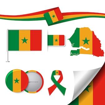 Collection d'éléments de papeterie avec le drapeau du design sénégal