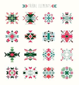 Collection d'éléments tribaux avec des éléments ethniques géométriques.