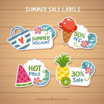 Collection d'étiquettes d'été avec des éléments de plage