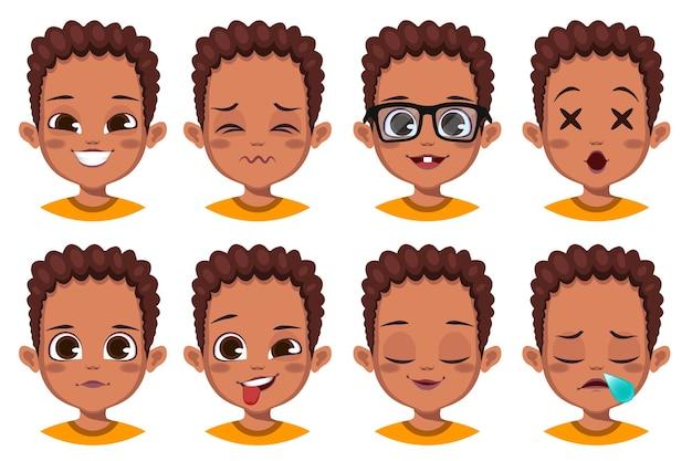 Collection d'expressions faciales de garçon mignon