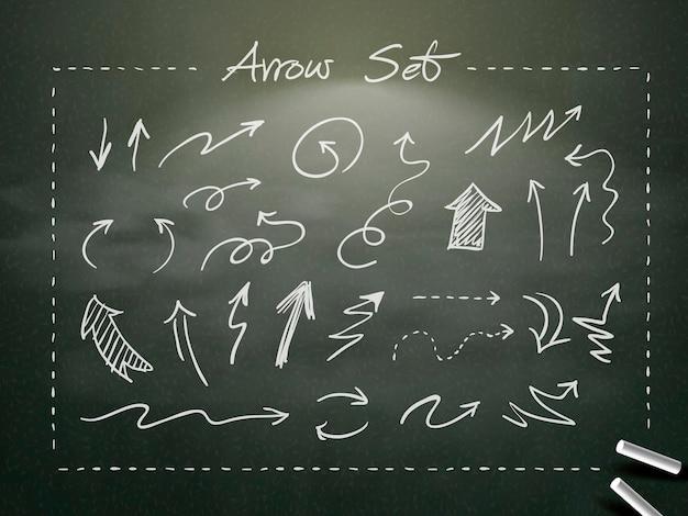 Collection de flèches de craie dessinées à la main sur tableau noir