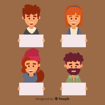 Collection de jeunes hommes et femmes souriants tenant des pancartes propres