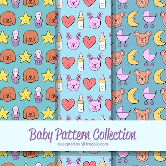 Collection de modèles de bébé avec des jouets et des vêtements