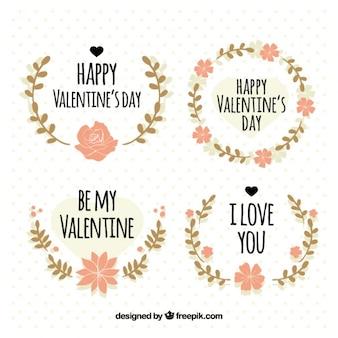 Collection de quatre couronnes avec des fleurs roses pour saint valentin