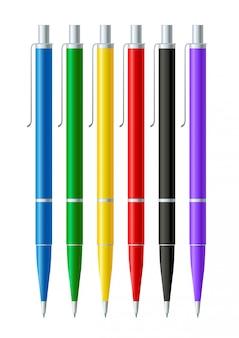Collection de stylos colorés isolée sur blanc.