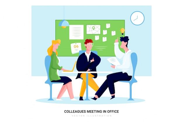 Collègues se réunissant dans le bureau