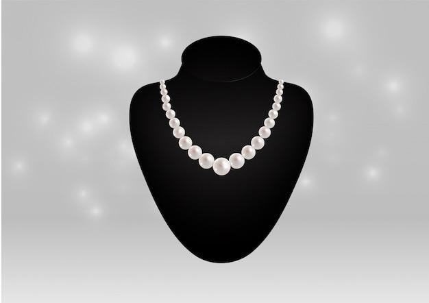 Collier de perles sur un mannequin noir