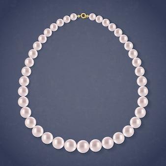 Collier de perles rondes sur fond sombre.