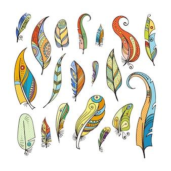 Coloration des plumes tribales. doodle photos isolés sur blanc