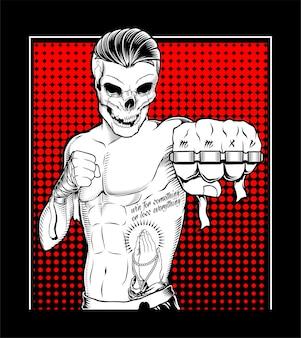 Combattant de crâne tatoué muay thai avec un poing américain