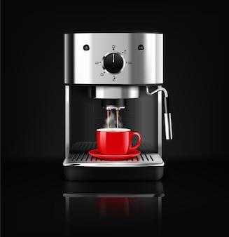 Composition réaliste de machine à café noire sur fond noir avec revêtement métallique réfléchissant et gobelet rouge