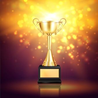Composition réaliste de trophée brillant avec des particules scintillantes et l'image de la coupe d'or gagnante sur le piédestal