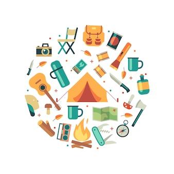 Composition ronde de matériel de tourisme, accessoires de voyage et de randonnée