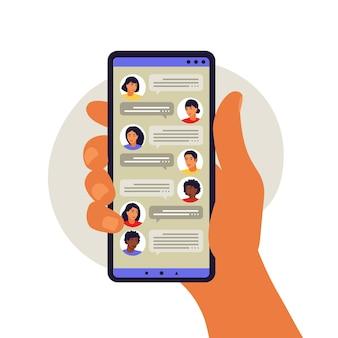 Concept d'application de messagerie. chat et messagerie sur smartphone. bulles de messages courts. illustration vectorielle. appartement.