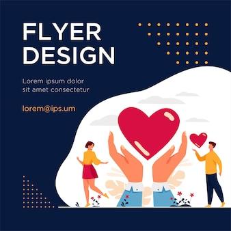 Concept de charité et de don. mains de bénévoles tenant et donnant du cœur. modèle de flyer