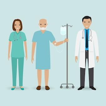Concept du personnel hospitalier. médecin, infirmière et patient senior avec compteur de gouttes. personnel médical.