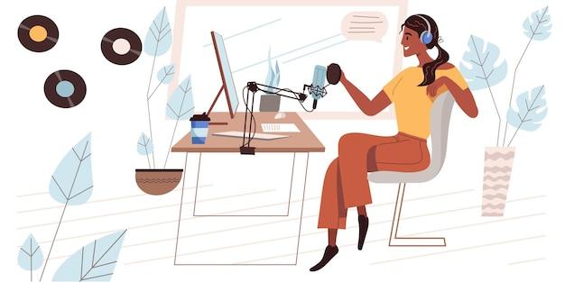 Concept d'enregistrement de podcast audio au design plat. femme au casque parlant au microphone, travaillant à l'ordinateur, diffusant une conférence ou un discours en studio. le podcast héberge la scène des gens. illustration vectorielle