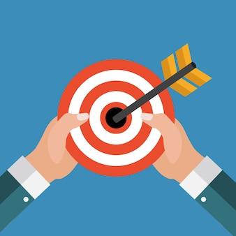 Concept d'entreprise avec la main de l'homme d'affaires tenir la cible
