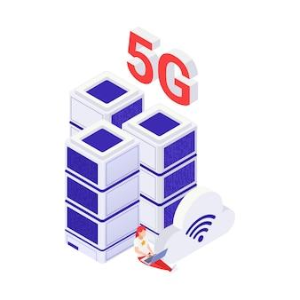 Concept internet 5g avec femme travaillant sur ordinateur portable et illustration vectorielle isométrique du centre de données