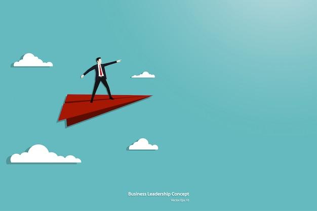 Concept de leadership d'entreprise et avion en papier
